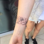roses outline tattoo